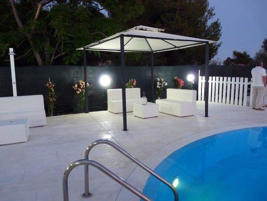 Hotel Aria di Mare: zona relax piscina