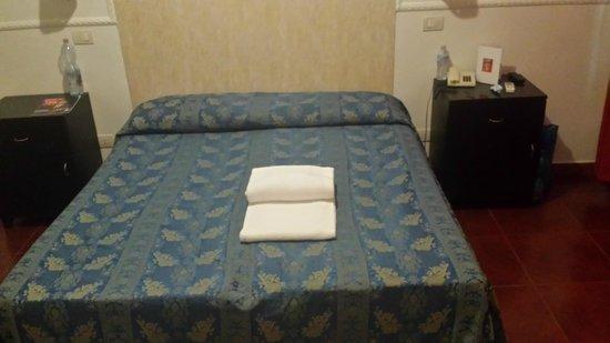 Hotel Picasso: Cama muy cómoda.