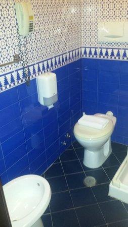Hotel Picasso: Baño, muy limpio.