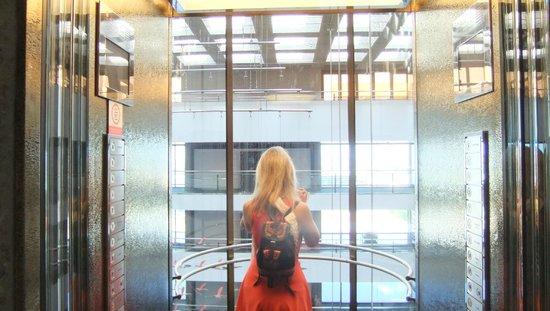 Hilton Madrid Airport, лифт