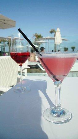 ALEGRIA Mar Mediterrania: Cocktails by the pool :)
