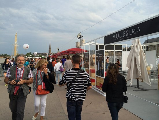 Pont de Pierre : ワイン祭り