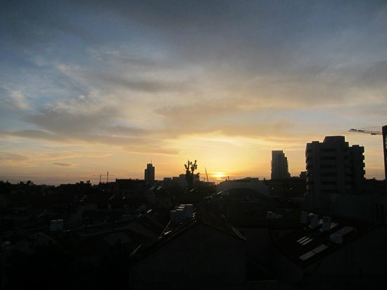 Agripas Boutique Hotel: Sunset from the rooftop during happy hour