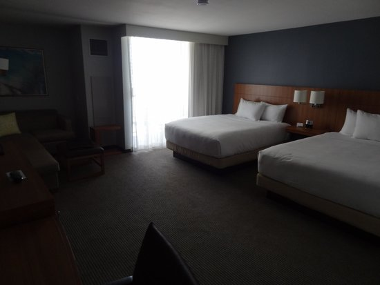 Hyatt Place Waikiki Beach: No windows, the only source of light is balcony door