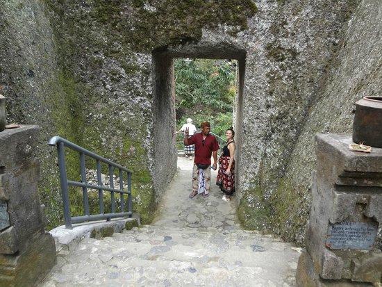 Anulekha Resort  and Villa : gusti and myself at GUNUNG KAWI temple part of a guided tour