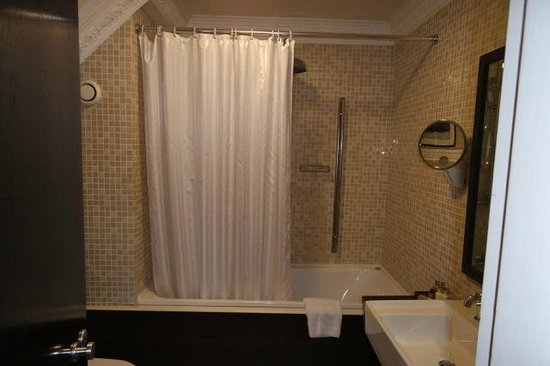 Langton House Hotel: Bathroom