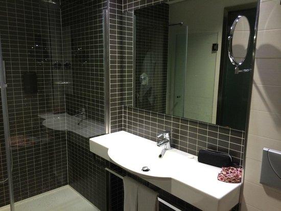 Axor Feria Hotel: baño