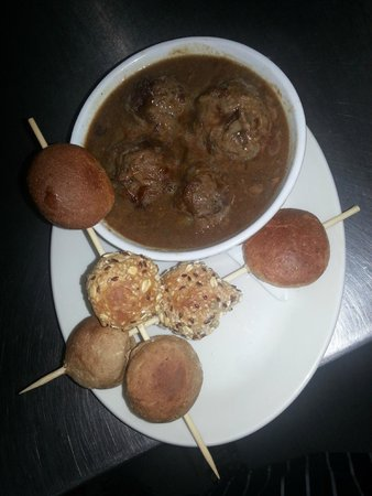The Plaice Restaurant: Homemade Meatballs in Rich Onion Jus (Main portion)