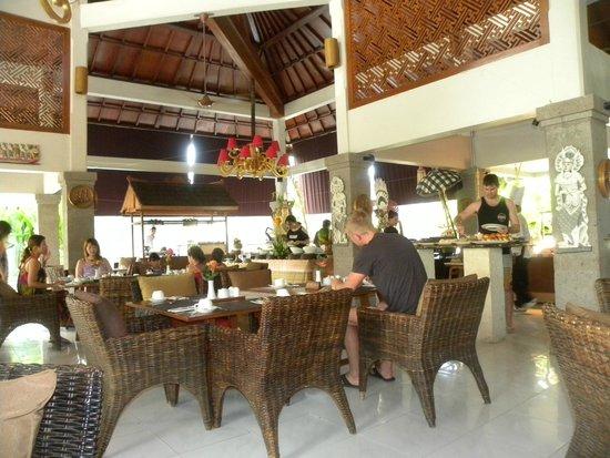 Rama Beach Resort and Villas: Dining Room