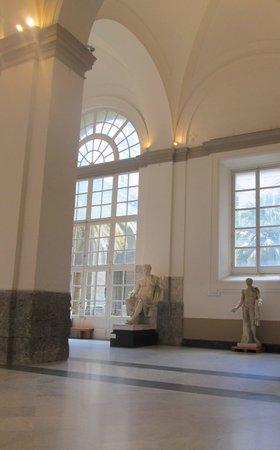 Musée archéologique national de Naples : 天井が高い館内
