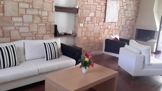 Filion Suites Resort & Spa : a view of the large airy lounge