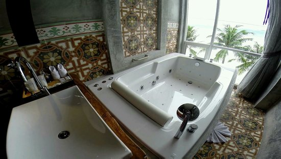 Patong Signature Boutique Hotel: Toilet