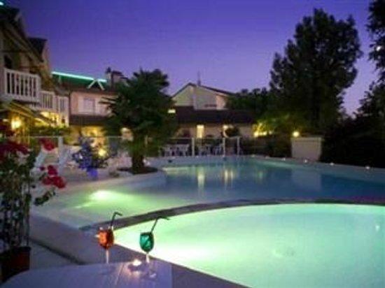 Le relais de farrou hotel villefranche de rouergue for Aquilus piscine villefranche de rouergue