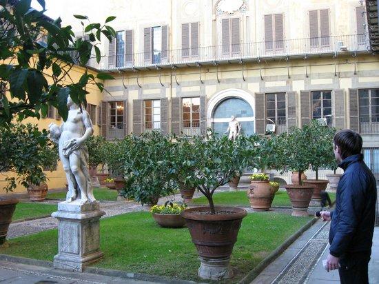 Palazzo Medici Riccardi: Внутренний дворик и сад