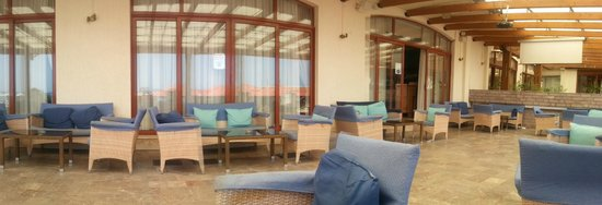 Caravel Hotel Zante: the terrace in the back