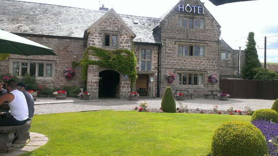 The Old Court Hotel : Warm July weekend, symonds yat appartment was fine big enough for all of us. 2 adults 2 children