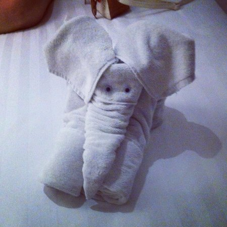 Fontana Hotel Bali: The housekeepers got creative with the towels! Made our day.