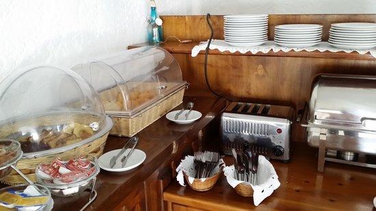 Hotel Tagoo: Breakfast