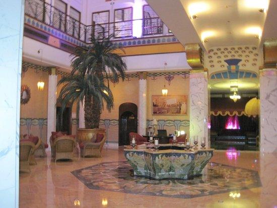 Le Meridien Abu Dhabi: Lobby