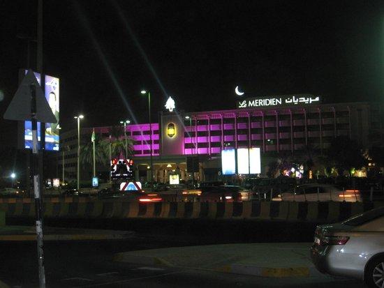 Le Meridien Abu Dhabi: Das Hotel von außen