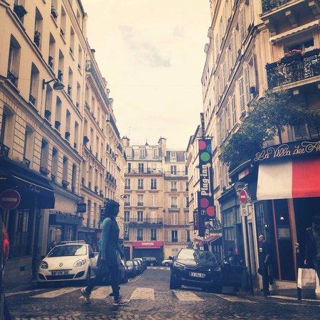 Hotel Du Moulin: The little side street the hotel is on