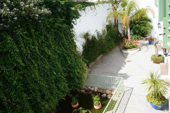 Apartamentos Gravina: Внутренний дворик