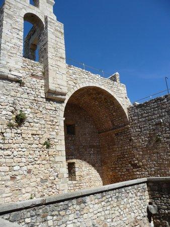 Ile Saint-Honorat: monastere fortifié