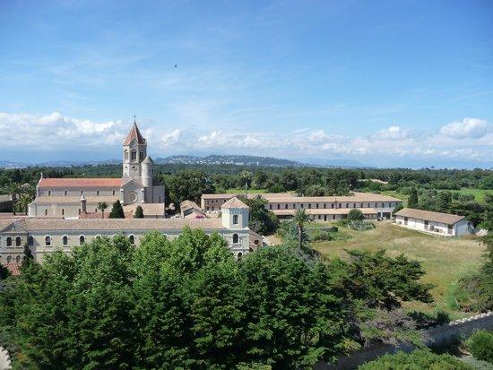 Ile Saint-Honorat: vue du monastere