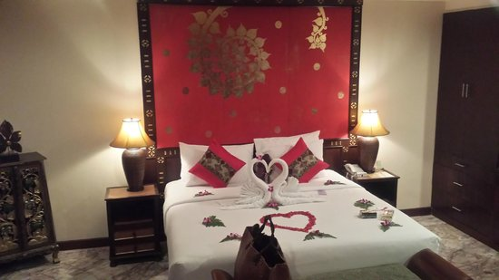 Sandalwood Luxury Villas: The beautiful bed all done up for our honeymoon arrival at the Jumpee villa.