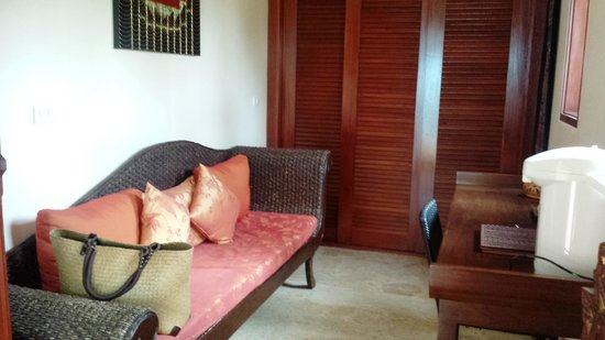 Sandalwood Luxury Villas: The back room of the Latree villa you stay in if you arrive early / leave late.