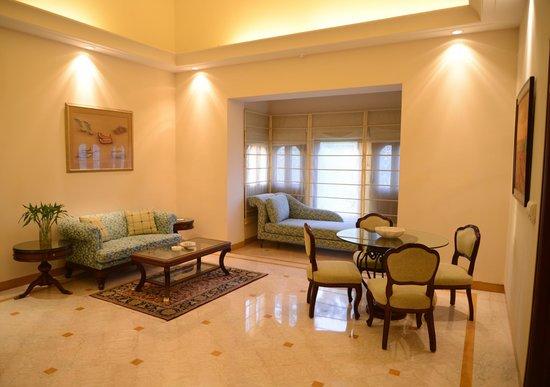 The Lalit Laxmi Vilas Palace Udaipur: Living Area - Princess Suite
