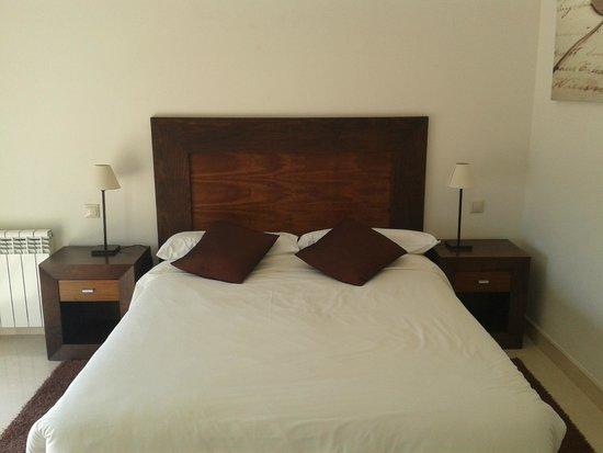 AT Roda Golf & Beach Resort: habitación de matrimonio con vistas a la piscina