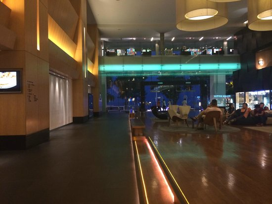 G Hotel Gurney: Lobby in the night