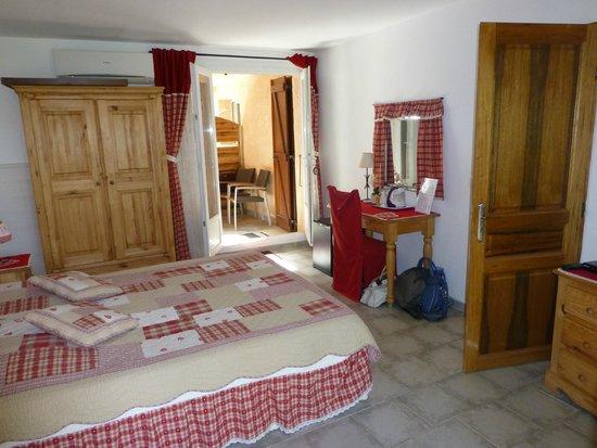Meria, France: Entrée indépendante de la chambre Hortensia