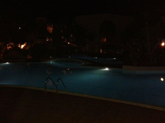 Park Club Europe Hotel: Piscina by night