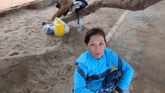 Nha Trang Lodge : この売り子からロブスター購入