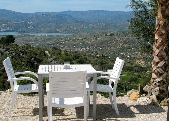 Bed and Breakfast El Refugio: Dineren met zicht op meer van Vinuela