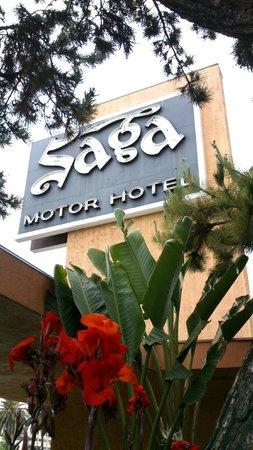 Saga Motor Hotel: L'entrée de l'hôtel