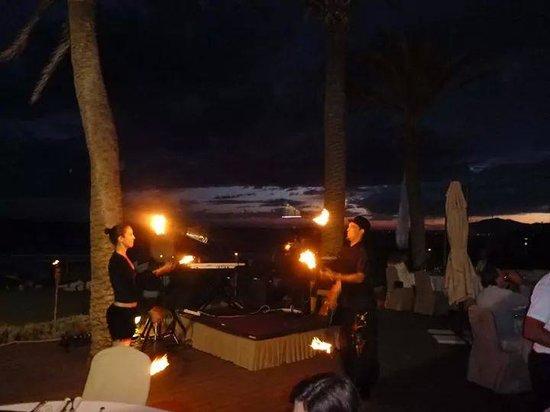 Estrella del Mar Beach Club: fire dancers