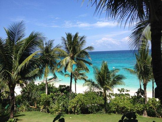 Shangri-La's Boracay Resort & Spa: stranden set fr vores hotel lejlighed