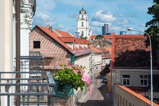 Barbacan Apartments: Вид на улицу Бокшто