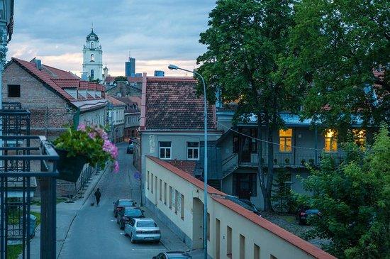 Barbacan Apartments: Улица Бокшто
