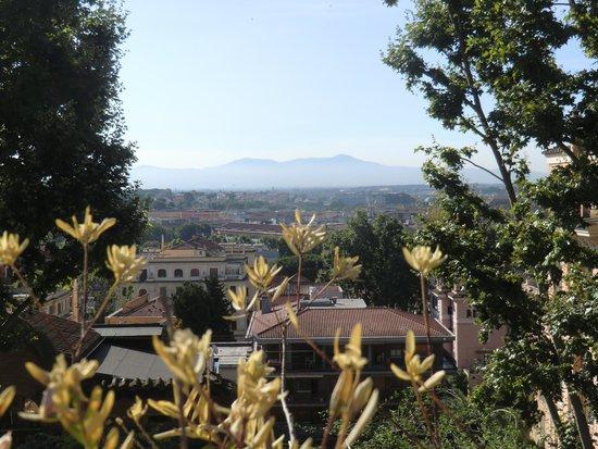 IL BOOM - il bed 'n breakfast : Blick von der Terrasse über Rom