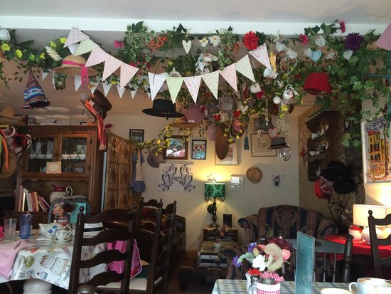 Madhatter Tearoom: Treasure trove, relaxing and characteristic