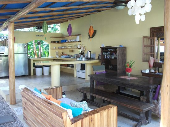 Blue Surf Sanctuary: Kitchen