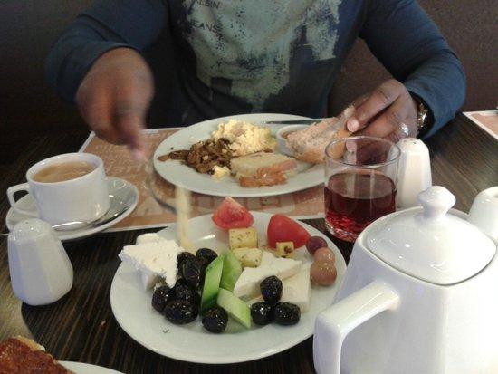 Richmond Hotel Istanbul: Dining
