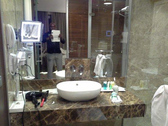 Richmond Hotel Istanbul: Shower