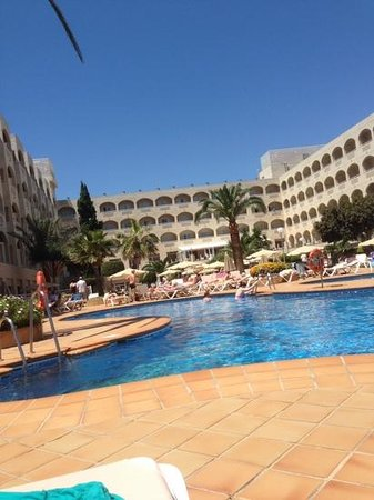 Hotel Riu Costa Lago : hotel from my sunbed!