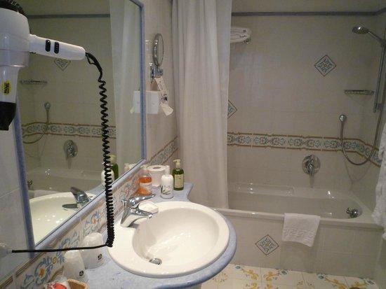 BEST WESTERN Hotel Syrene: バスルーム