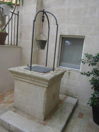 Il Belvedere: pozzo all'interno del cortile dell'albergo